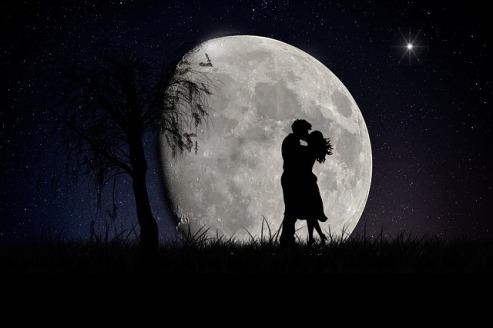 moon-2106892_640